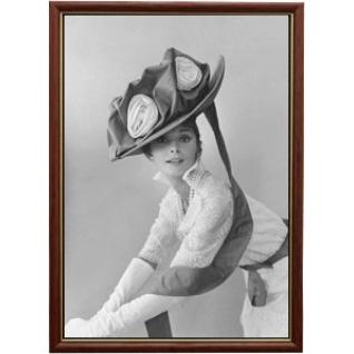 Портрет актрисы Одри Хепберн в рамке со стеклом 30х40-908157